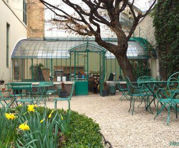 Un Thé Dans Le Jardin